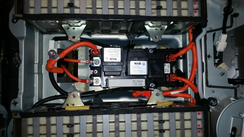SMRs (system main relays) in Lexus hybrid battery pack