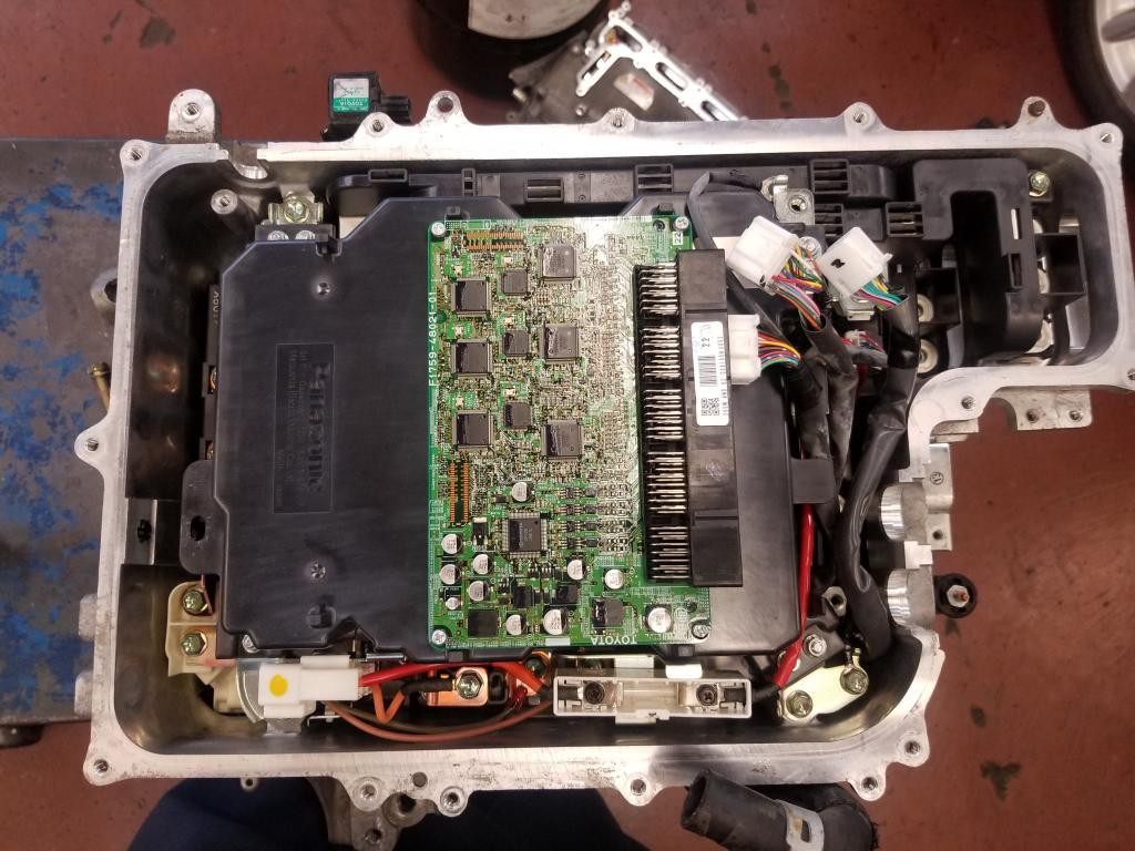 Highlander inverter with the cover removed