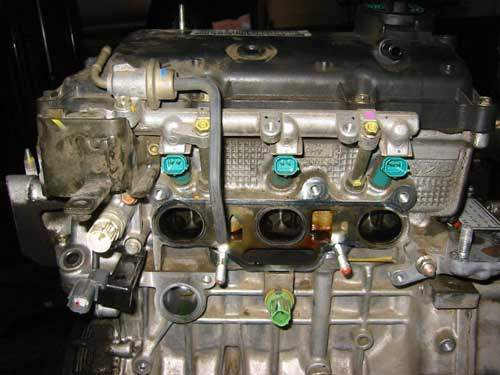 honda engine and cylinder head with injectors exposed