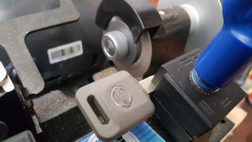 making a replacement car key with a key cutting machine